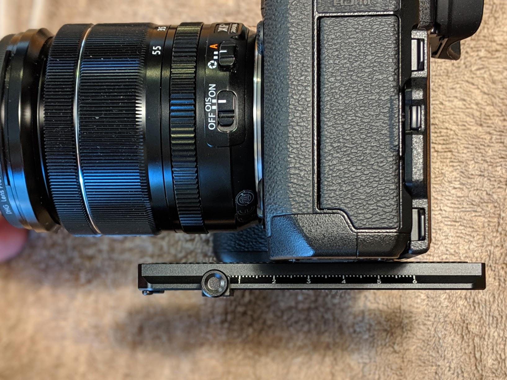 クイックリリースプレート上でのカメラの位置