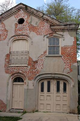 Garage/dwelling in New Orleans Garden District - cracking plaster over brick masonry. Photo by Lisa Callagher Onizuka