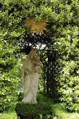 Madonna and child statue. Garden District, New Orleans, LA.