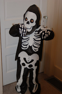 Scary skeleton! Costume and photo by Lisa Callagher Onizuka.