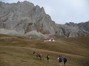 Photo: Caminamos campo a través hacia la Casa Real