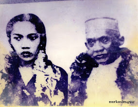 Photo: Andi Djemma Datu Luwu bersama permaisuri Andi Tenripadang Opu Datu ketika tiba di Makassar tanggal 1 Maret 1950 setelah dibebaskan dari pengasingan.  Andi Djemma diasingkan ke Ternate tahun 1946.