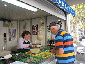 Photo: gradus mocht gratis twee oesters proeven