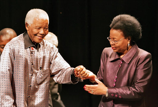 Nelson Mandela (L), helped by his wife Graca Machel, is pictured 18 July 2007 during the launching ceremony of the group known as The Elders, in Johannesburg.
