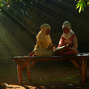 reading koran by Ismed  Hasibuan  - Babies & Children Children Candids ( lights, reading, sunbeams, koran, children, kids, people, rays )