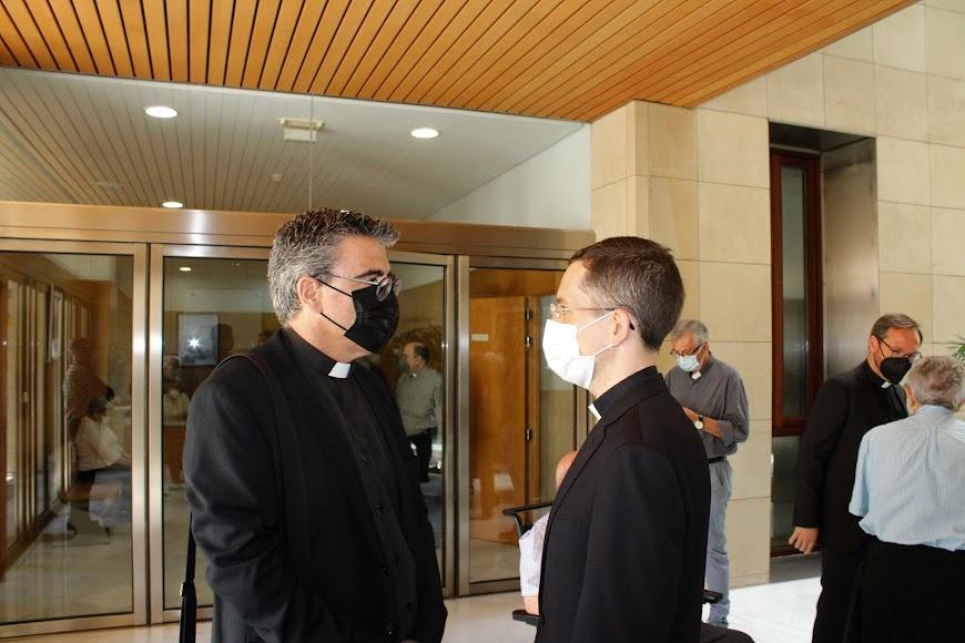 El vicario episcopal de pastoral y el rector del Seminario.