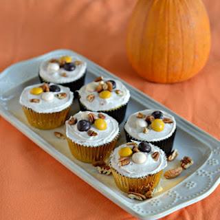 Pecan Pie Stuffed Apple Cupcakes + a fun Fall Mason Jar!