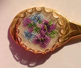 Photo: Particolare delle viole e dei fiorellini azzurri