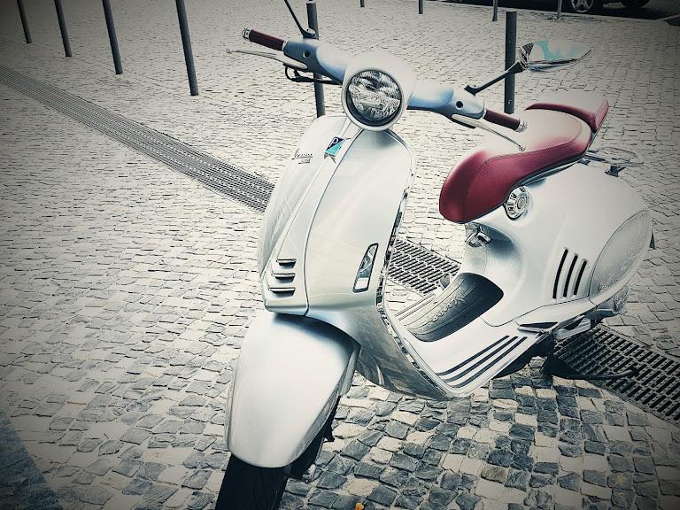Vespa 946 Hire Lisboa