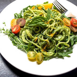 Raw Zucchini Pasta with Creamy Avocado-Cucumber Sauce [Vegan].