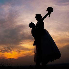 Happy by Vasiliu Leonard - Wedding Bride & Groom ( fotograf nunta, fotograf nunta iasi, sunset, wedding, vasliu leonard, bride and groom, sedinta foto nunta, bride, groom,  )