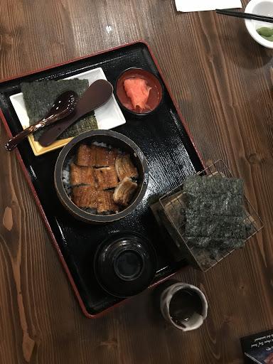 單人鰻魚飯兩吃!用餐環境很舒適,材料也很新鮮!