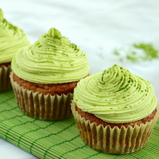 Matcha Green Tea Cupcakes with Vanilla Cashew Cream