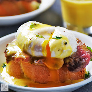 Steak and Eggs Benedict Crostini