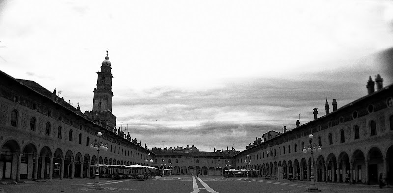 piazza ducale vigevano di w123