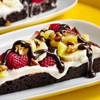 Pampered Chef - Banana Split Brownie Pizza.
