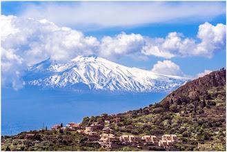 Photo: Auf Sizilien liegt Europas aktivster Vulkan: Der Ätna. Alleine in den letzten 20 Jahren kam es zu 200 Ausbrüchen – und sie könnten  immer explosiver werden.
