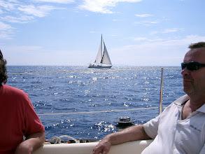 Photo: Ohitamme purjeveneen tuulen alta.