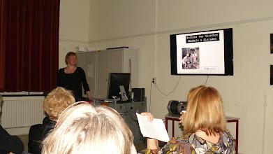 Photo: FluXus docente Suzanne van Oirschot tijdens De Proloog - fotografie Leo Vroman
