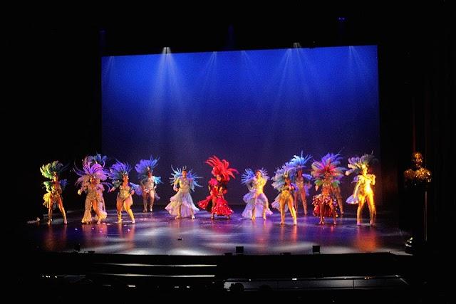El grupo de baile Kalesi lleno de color el espacio escénico almeriense.