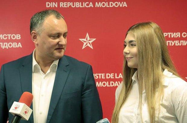 Президент Молдовы Игорь Додон встретился с гражданкой РФ Марьей Наумовой, которая незаконно посетила оккупированные территории Украины, постила свои фото с боевиками