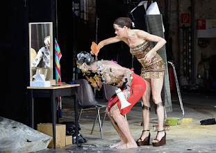 Photo: IM REICH DER TIERE von Roland Schimmelpfennig. Inszenierung: Roland Schimmelpfennig. Premiere 27. 2.2015. Peter Knaack, Sabine Haupt. Copyright: Barbara Zeininger