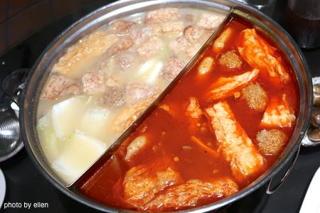 黑武士餐坊-明星餐廳 芋頭排骨/麻辣鴛鴦火鍋 頂級和牛肉 海鮮涮涮 (人氣推薦必吃)