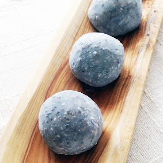 Chia Seeds Daifuku mochi(Rice cake stuffed with sweet bean paste and Chia Seeds)