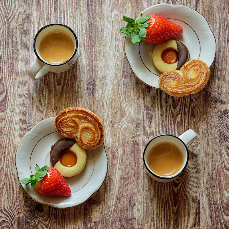 Symmetry Breakfast di Domenico Cippitelli