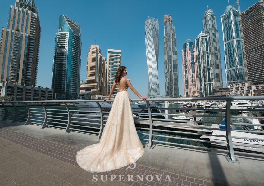 Кремова весільна сукня зі шлейфом від Supernova