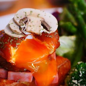 【絶品グルメ】不思議の国のエッグベネディクトをマッシュルームブラウンソースで / THE DODO HOUSE