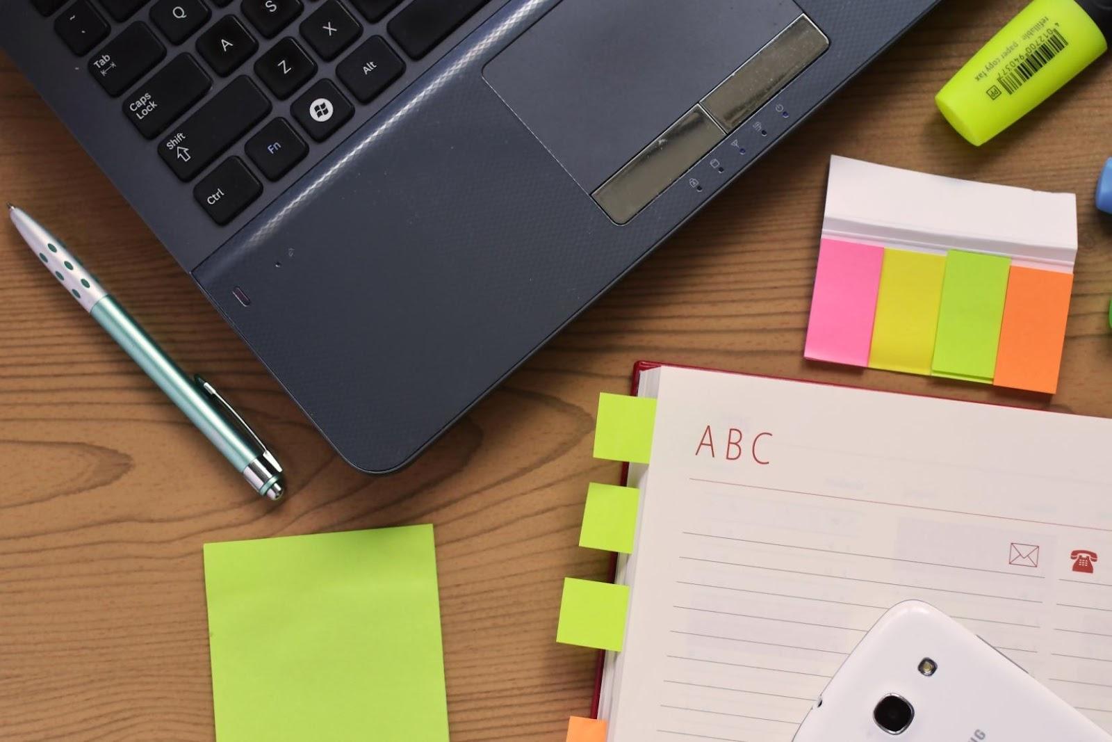 desk-laptop-notebook-3059.jpg