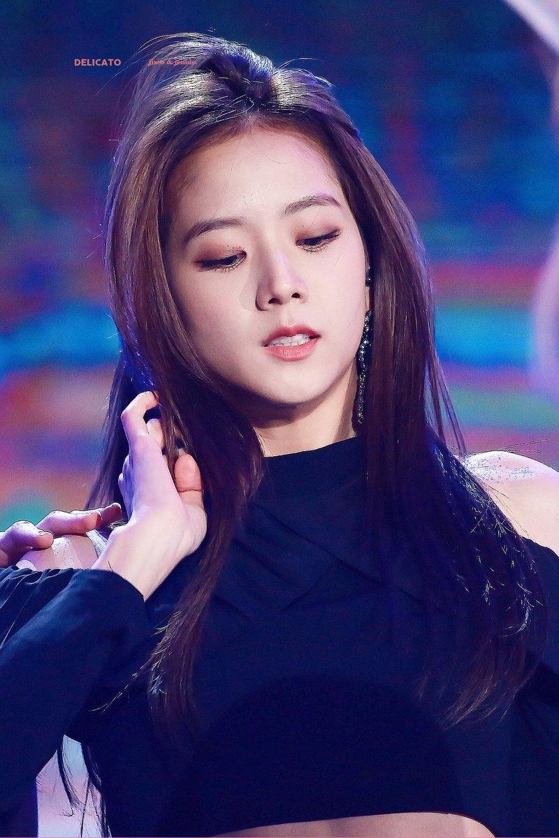 Fans Are Convinced That BLACKPINK's Jisoo Is Trying To ...