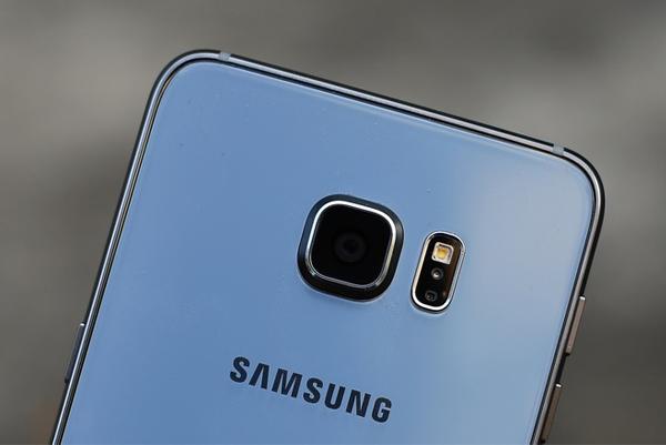 Samsung Galaxy S6 Edge Plus Dual Sim có hệ thống Camera chính hầm hố