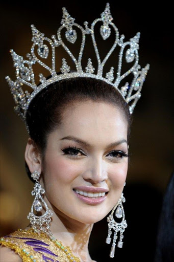 Sorrawee Nattee smiles with her crown after winning the Miss Tifffany's Universe 2009 transgender contest in Pattaya on May 15, 2009. File photo