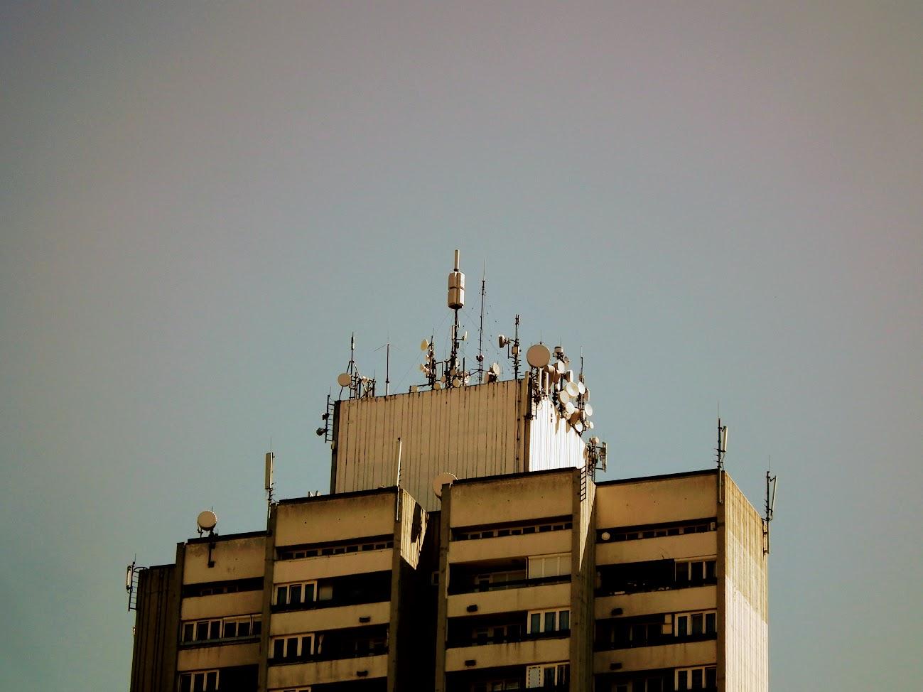 Szolnok/Jubileum tér, 24 m. toronyház - helyi URH-FM adóállomás