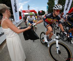 Tim Merlier laat Belgische tricolore blinken in Brussels Cycling Classic, nummers twee en drie vallen na aankomst