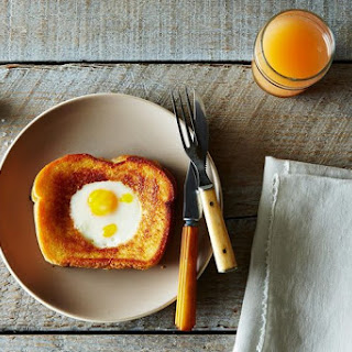 Grilled Cheese Egg in a Hole