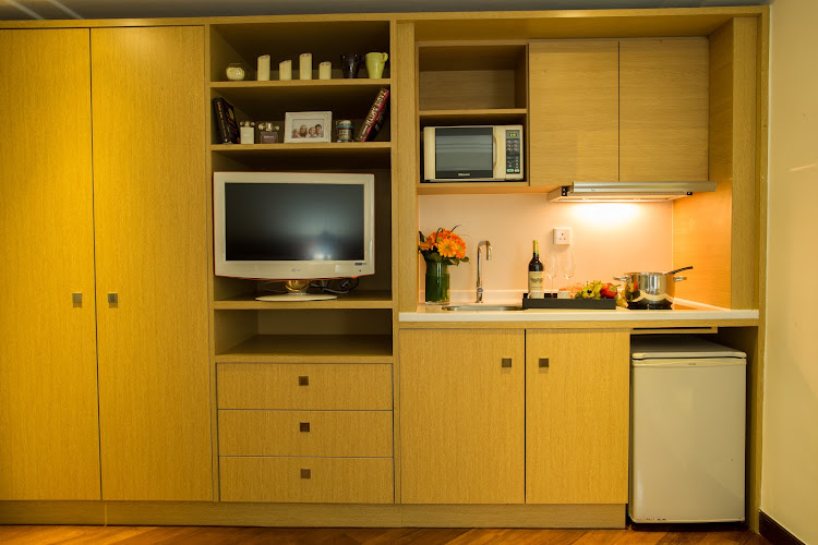 below-18f-with-double-bed-459-or-505-kitchen