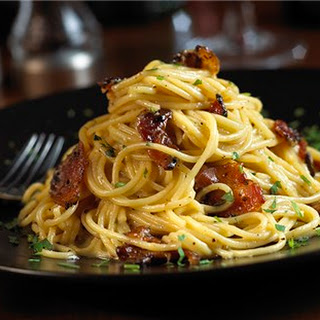 Spaghetti Carbonara with Pepper-Coated Bacon
