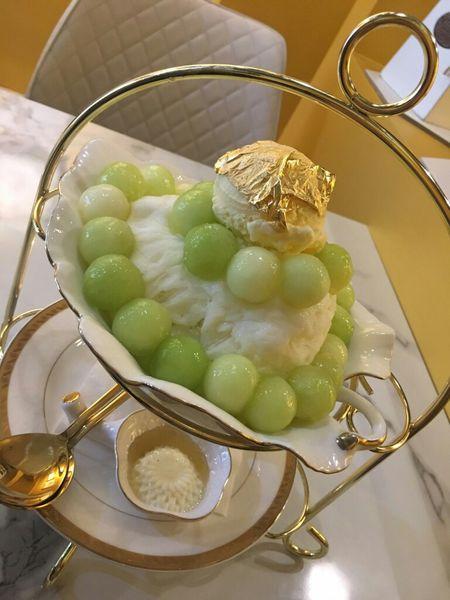 嘉義冰品【宙斯果霸】超浮誇的金箔哈密瓜雪花冰~根本是貴婦下午茶!