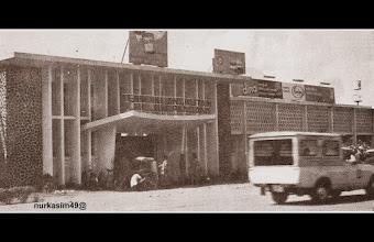 Photo: Terminal angkutan, Kota Ujung Pandang (Makassar), tahun 1972. http://nurkasim49.blogspot.com/2011/12/vi.html