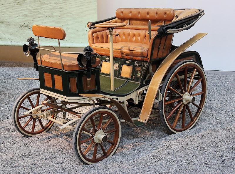 L' auto di Nonna Papera ... di VILLA MARIO