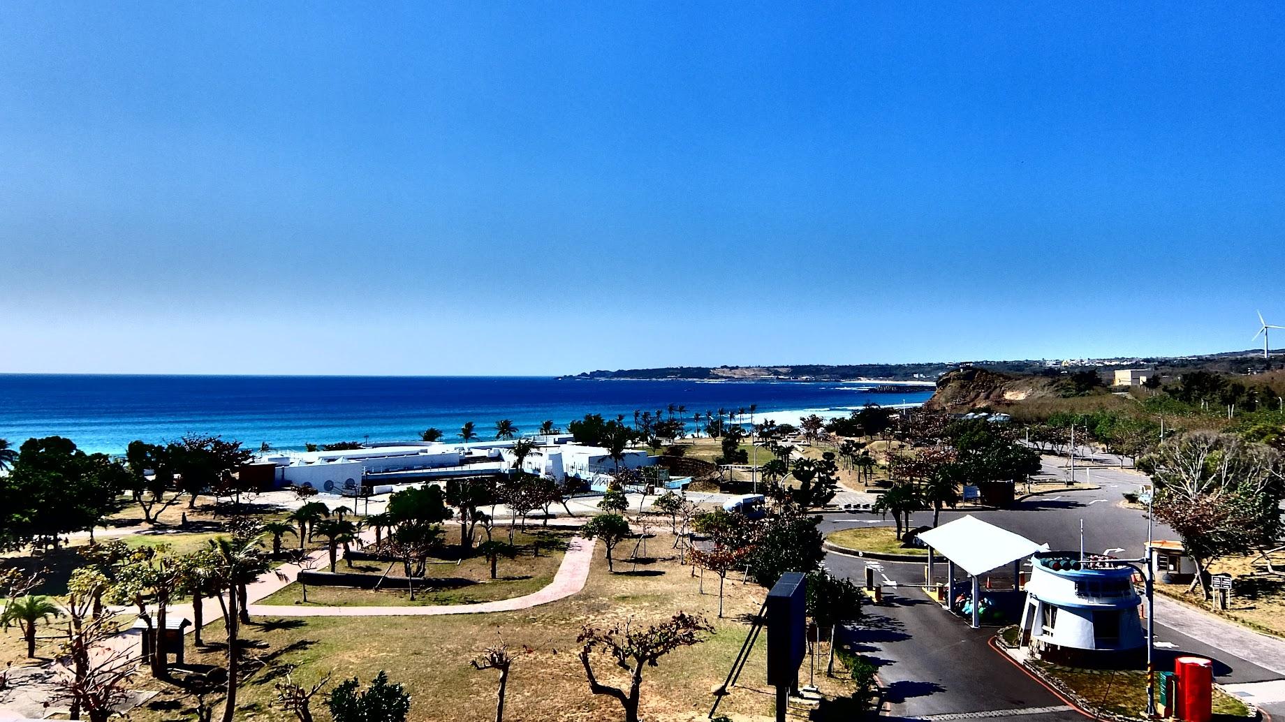 先來一張從民宿照下去的風景,這邊就是南灣,右邊是停車場入口,走到底就可以看到整片海