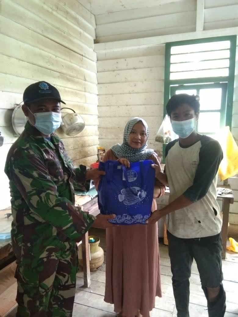 Paket Sembako Zidam Menjangkau Masyarakat Sampai Ke Dusun Dua Kecamatan Sekayam Kab Sanggau