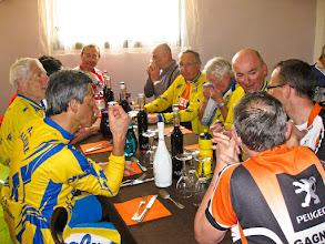 Photo: Audax 200 km du Pépère Club - pose déjeuner à Sandrans - 01/04/2012