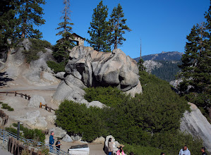 Photo: Roofed viewing area at top of Glacier Point  #2815