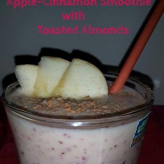 Apple Cinnamon Smoothie with Toasted Almonds | The Perfect Breakfast Smoothie