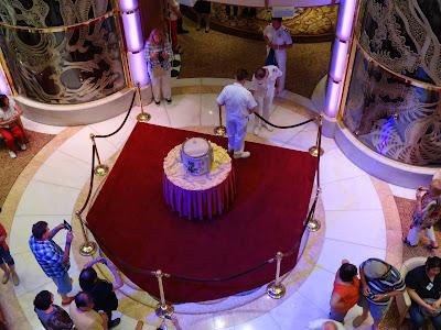 The breaking open of the sake barrel ceremony
