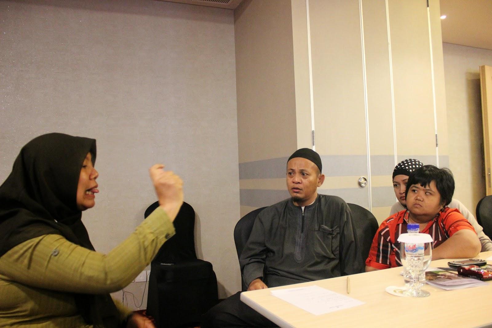 Hearing Impairement Interpeter in Observer Workshop in South Kalimantan 27-28 June 2014